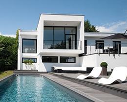 Portail coulissant ou portail ouvrant for Maison moderne domotique