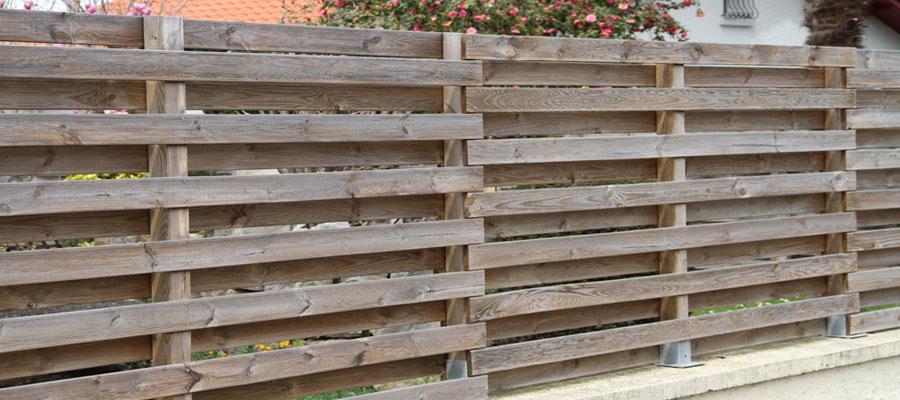 Protéger l'extérieur de sa maison des regards indiscrets en installant un brise vue en bois