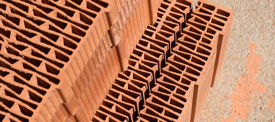 Briques utilisée pour construire et isoler une maison